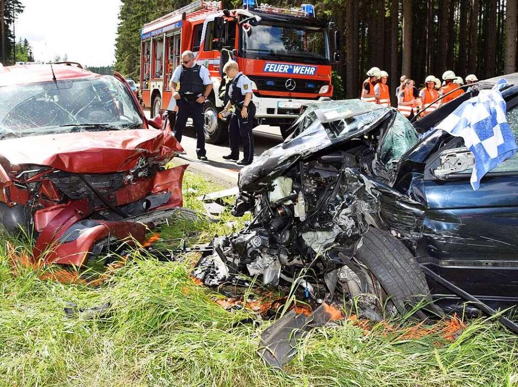 Sieben Verletzte bei schwerem Verkehrsunfall