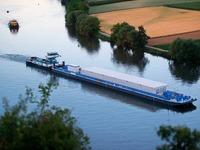 Schiff für ersten Castor-Transport auf dem Fluss legt ab