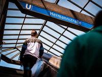 Angeklagter gesteht U-Bahn-Tritt in Berlin