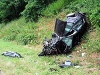 Freiburger Audi hebt auf der A 5 ab: vier Verletzte