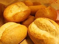 Mann überfällt Bäckerei mit Brotmesser - Flucht ohne Beute