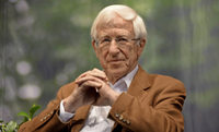 Journalist und Buchautor Franz Alt spricht beim Schönauer Stromseminar darüber, wie aus Krisen Chancen entstehen