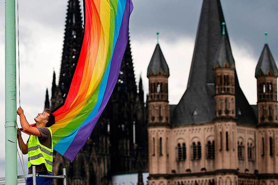 Auch in Köln wurden Regenbogenflaggen gehisst. (Foto: dpa)