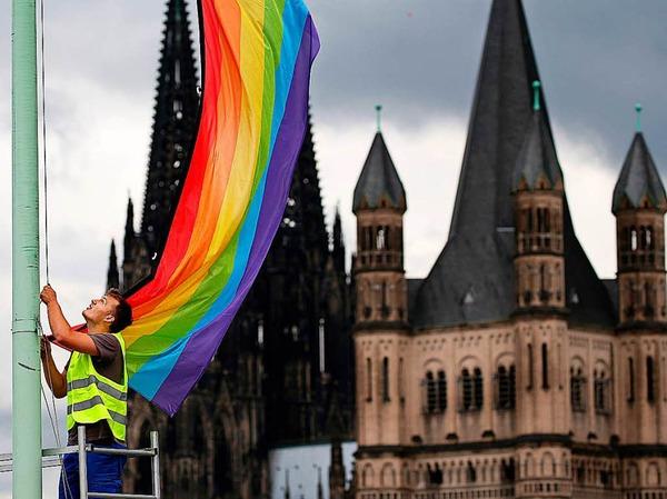 Auch in Köln wurden Regenbogenflaggen gehisst.
