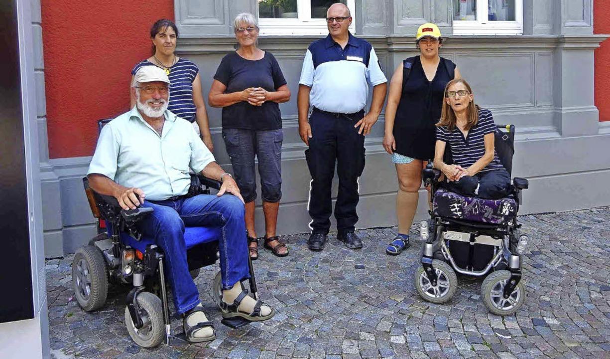Der Behindertenbeirat war mit Günter B...ehörde der Stadt Waldkirch unterwegs.   | Foto: ZVg