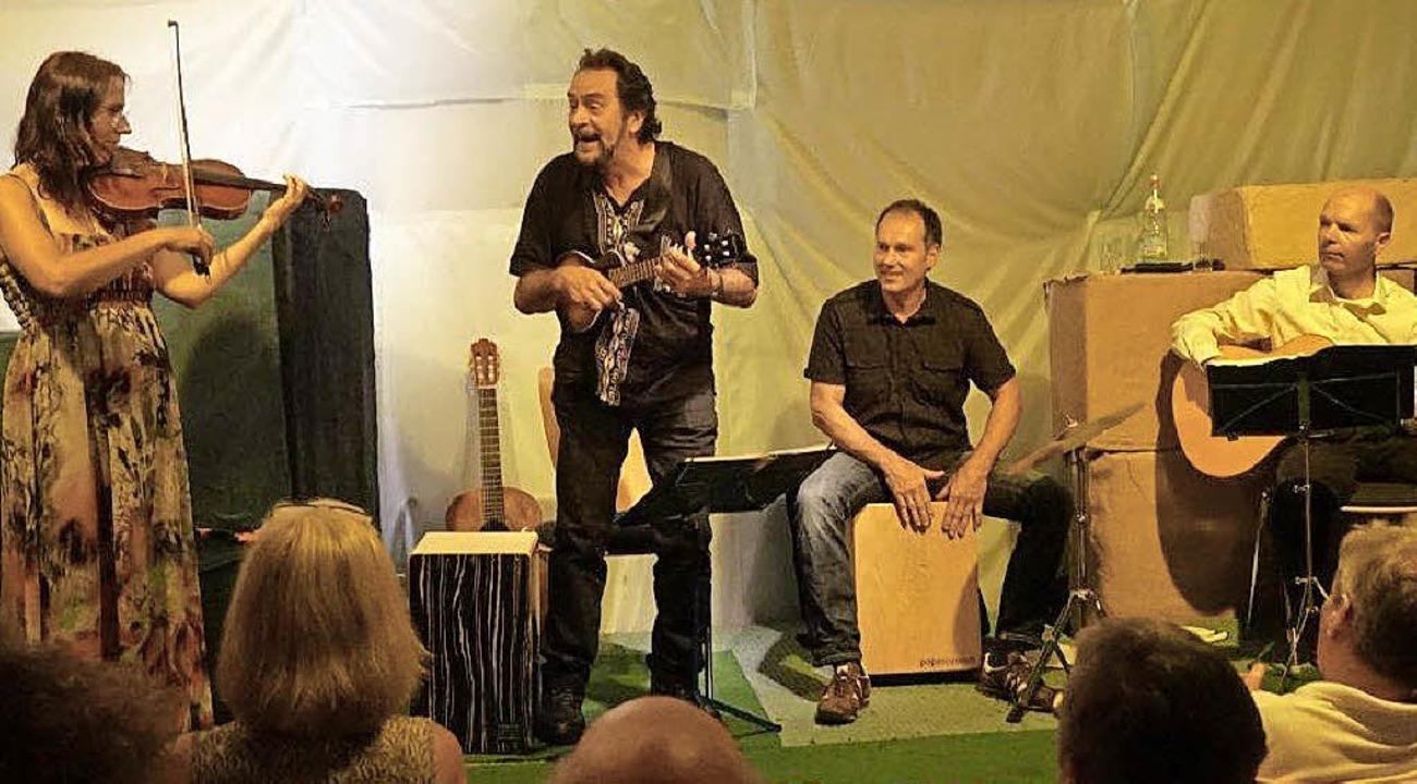 Mario Casartelli (zweiter von links) mit seinen Mitstreitern  | Foto: Anne Freyer