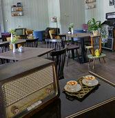 Therme nun mit Flaniermeile und Retro-Café