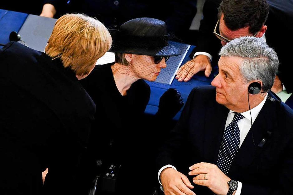 Bundeskanzlerin Angela Merkel (l-r, CDU), die Witwe Maike Kohl-Richter und EU-Parlamentspräsident Antonio Tadjani (Foto: dpa)