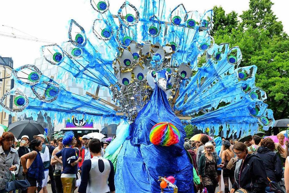 Tausende feiern in Freiburg den Christopher-Street-Day. (Foto: Rita Eggstein)
