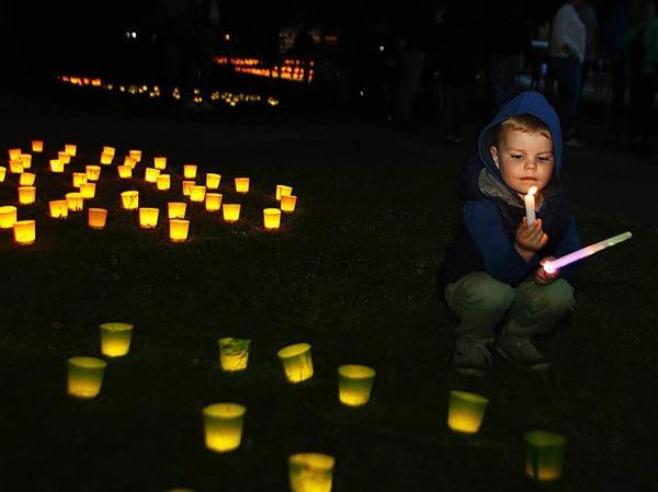 Bunte Lichter, Musik, Tanz und ein Feuerwerk - das große Fest im Stadtpark ist ein Publikumsmagnet.