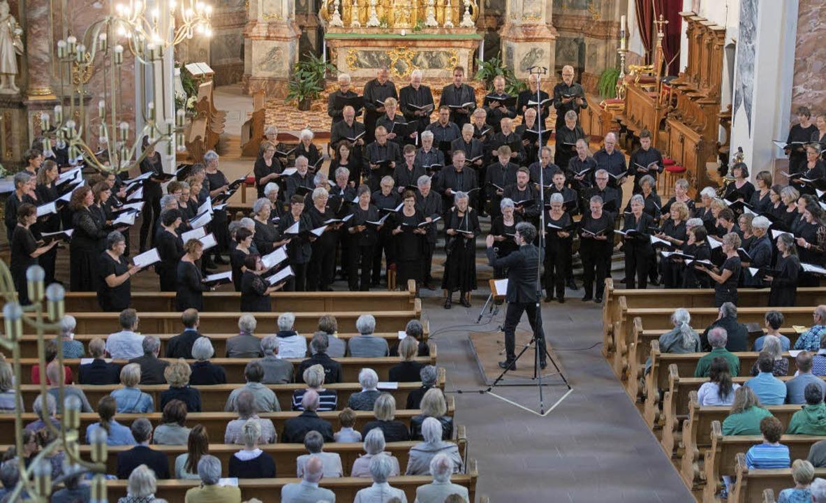 Kirchenchor und  Kammerchor in der Ettenheimer Barockkirche   | Foto: Olaf Michel