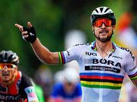 Tour: Peter Sagan siegt trotz eines Missgeschicks