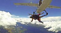 BZ-Mitarbeiterin stürzt sich per Tandemsprung aus 4000 Metern Höhe in die Tiefe