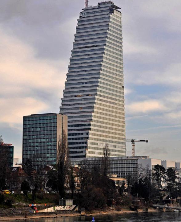 Der Roche-Turm in Basel – ein zweiter ist geplant.   | Foto: Gramespacher