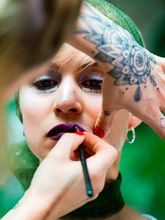Backstage-Styling bei Anja Gockel