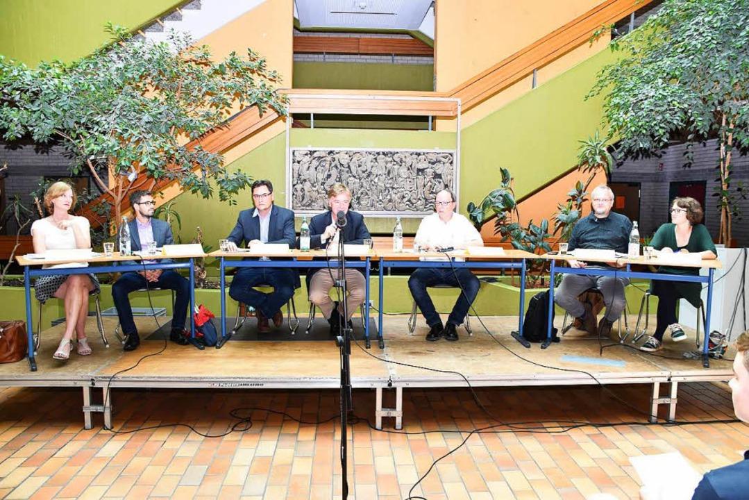 Politiker, die im Herbst für den Bunde...Gerold Zink moderierte die Diskussion.  | Foto: Thomas Rhenisch