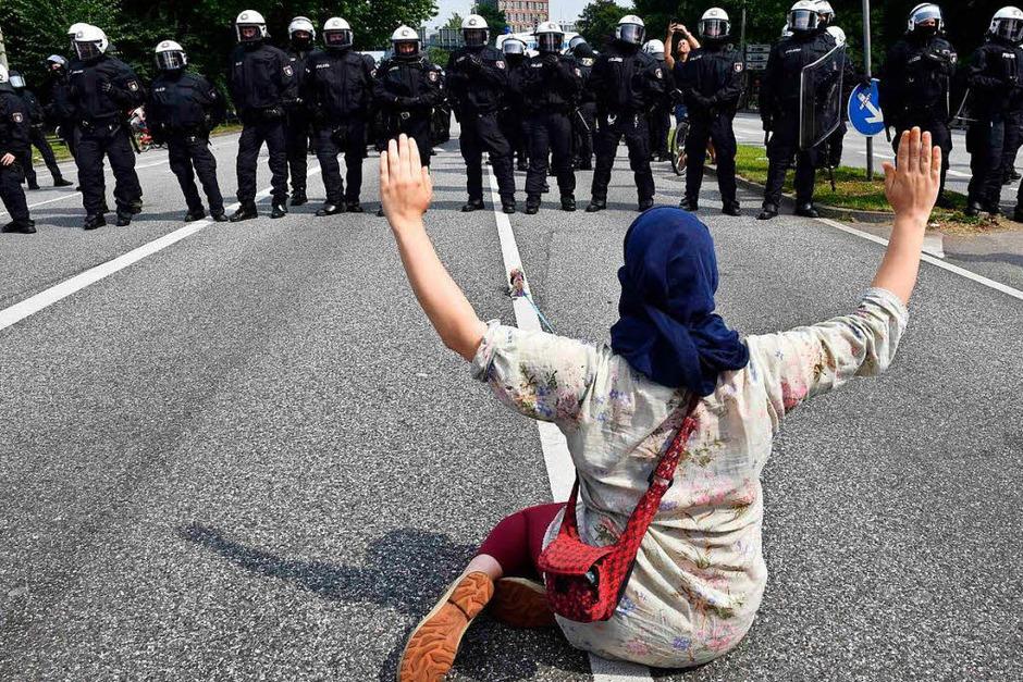 Die G-20-Proteste in Hamburg sind eskaliert. 159 Beamte sind verletzt, 45 Menschen wurden festgenommen. (Foto: AFP)
