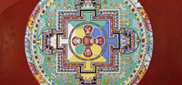 Tibetische Mönche erschaffen Kunst im Museum Natur und Mensch