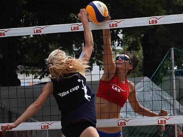 Beachvolleyball auf Top-Nivau, Spitzen-Duos waren in Schopfheim am Start: Marie Dinkelacker (rechts)