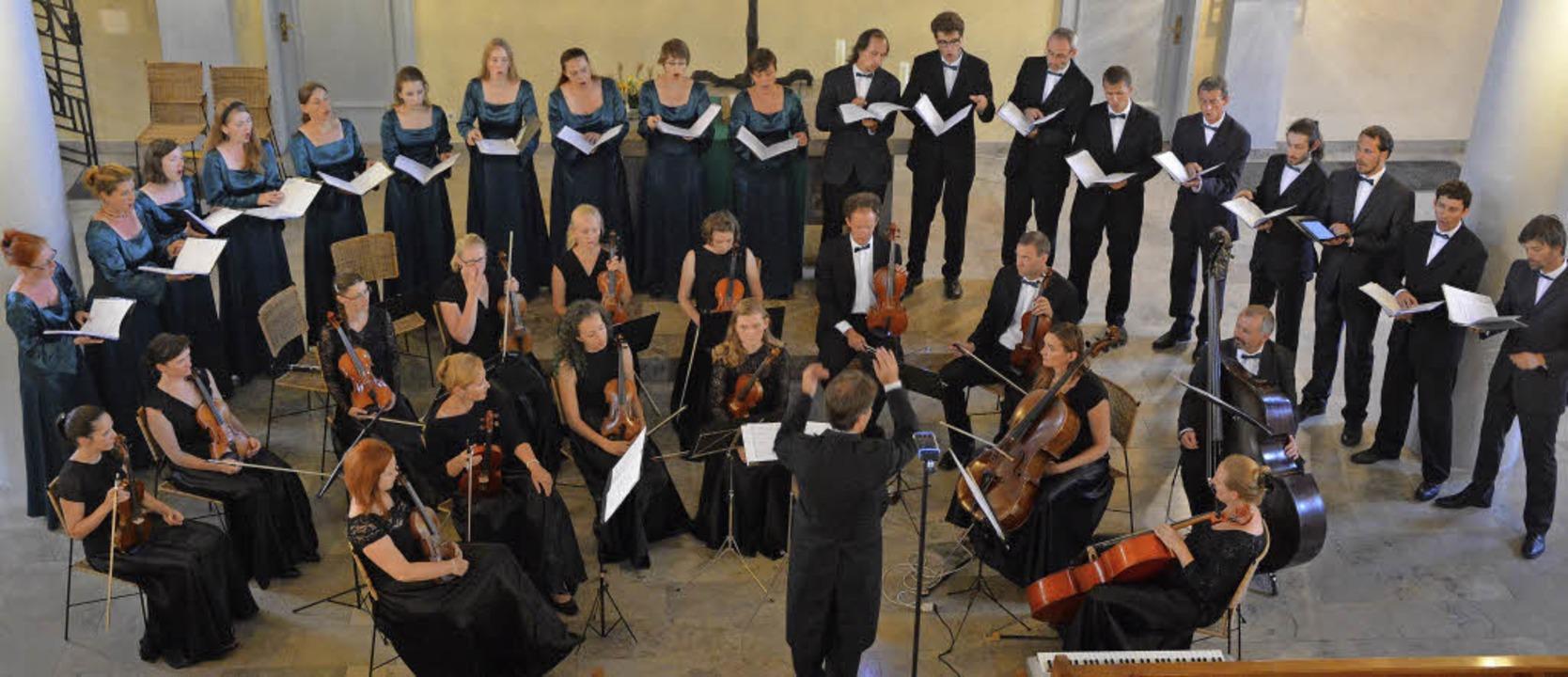 Schöne Stimmen: die Sängerinnen und Sä...Choro aus Prag samt Instrumentalisten   | Foto: Ruda