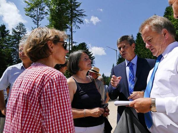 Landrätin Marion Dammann, Regierungspräsidentin Bärbel Schäfer, Bürgermeister Christof Nitz und Umwelt- und Energieminister Franz Untersteller.