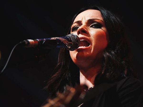 Amy MacDonald und ihre Band haben die Bühne des Zirkuszelts auf dem ZMF gerockt.
