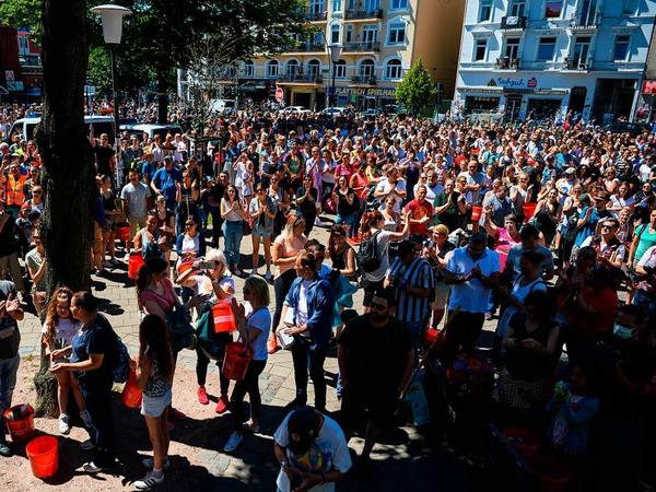 Eine Hamburgerin mobilisierte auf Facebook mehrere tausend Menschen für die Aufräumarbeiten