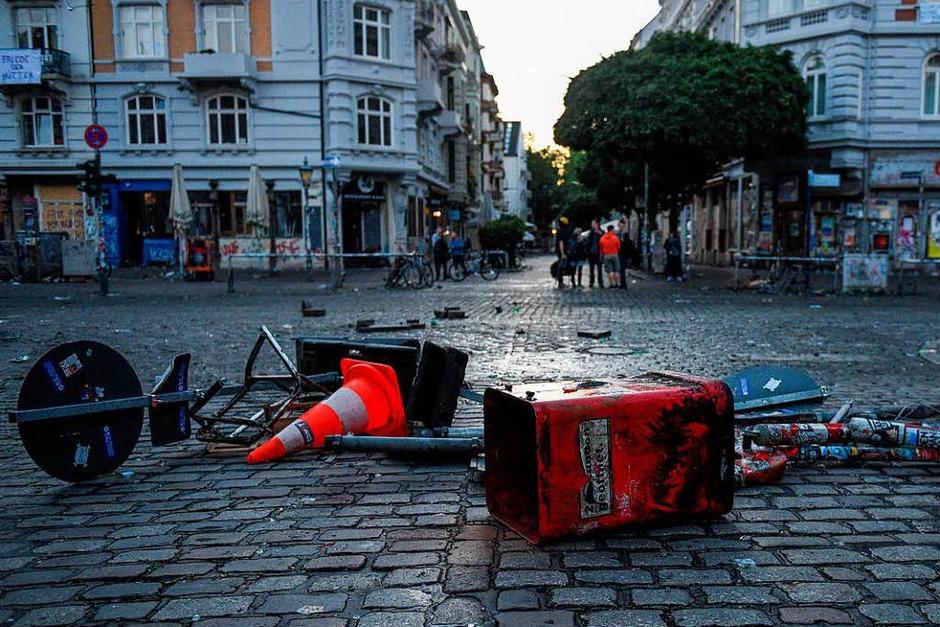 Nach den Krawallen zum G-20-Gipfel sind die Straßen verwüstet (Foto: dpa)