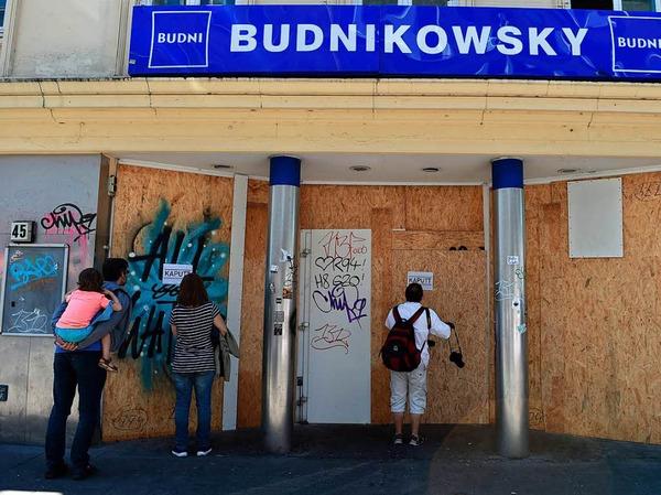 Die Filiale der Drogeriekette Budnikowsky wurde in der Nacht zum 8. Juli geplündert und verwüstet