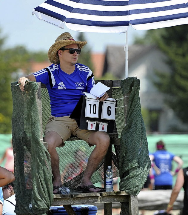 Ein Schiedsrichter – gut behütet.  | Foto: Pressebüro Schaller