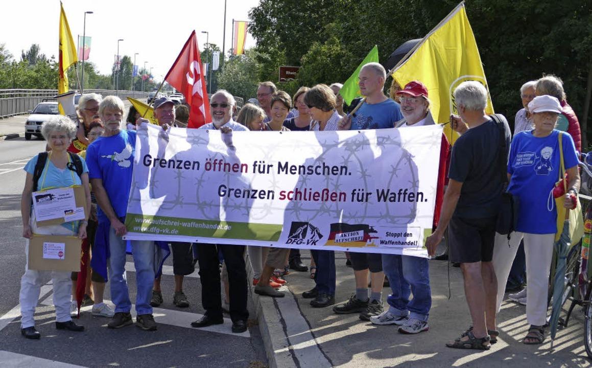 Gegen Waffenhandel und Atomkraft demon...tschland, Frankreich und der Schweiz.   | Foto: Johannes Burkart