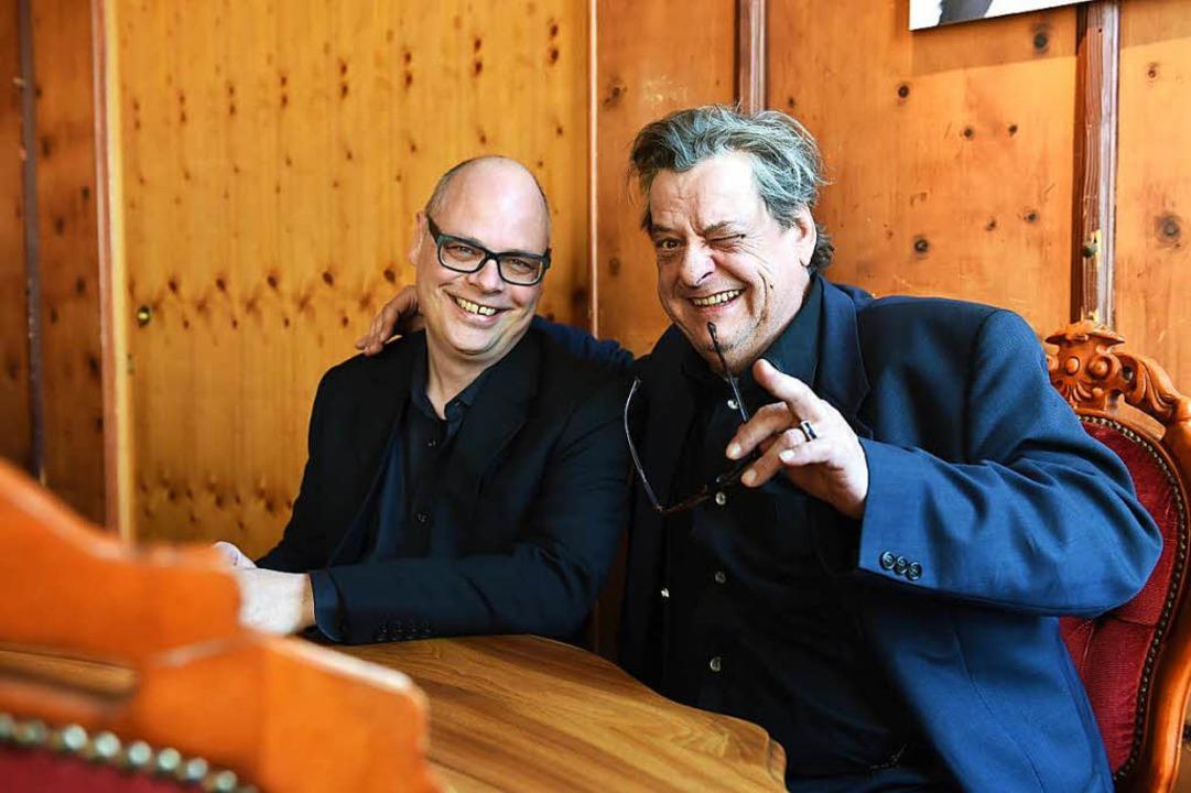 Endo Anaconda (rechts) von Stiller Has glaubt immer noch an Märchen.  | Foto: Christoph Hoigné.