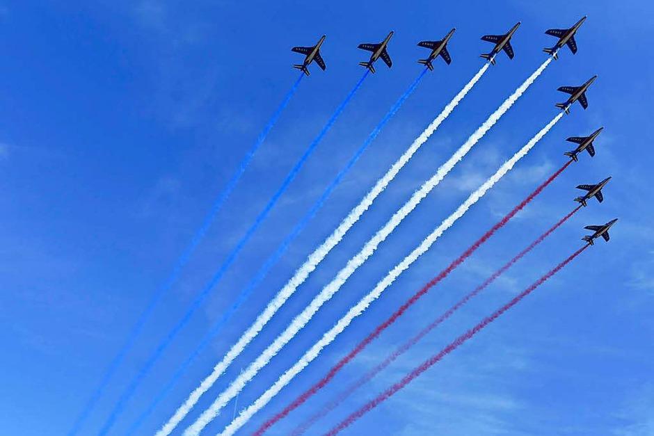 Alpha Jets zeichnen die französischen Nationalfarben in den Himmel über Paris (Foto: AFP)