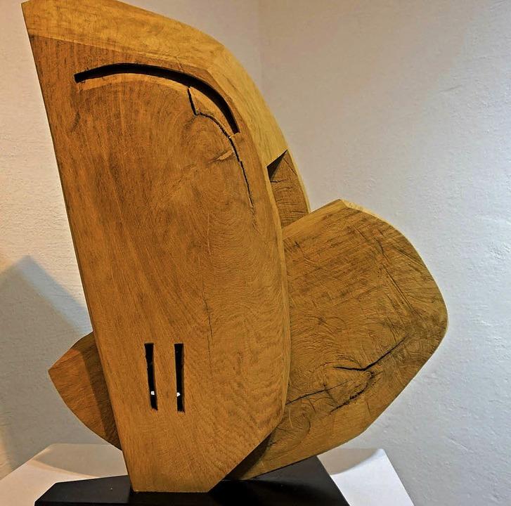 Die Holzskulpturen von CW Loth sind mi...Kettensäge aus einem Block ausgesägt.   | Foto: Paul Klock