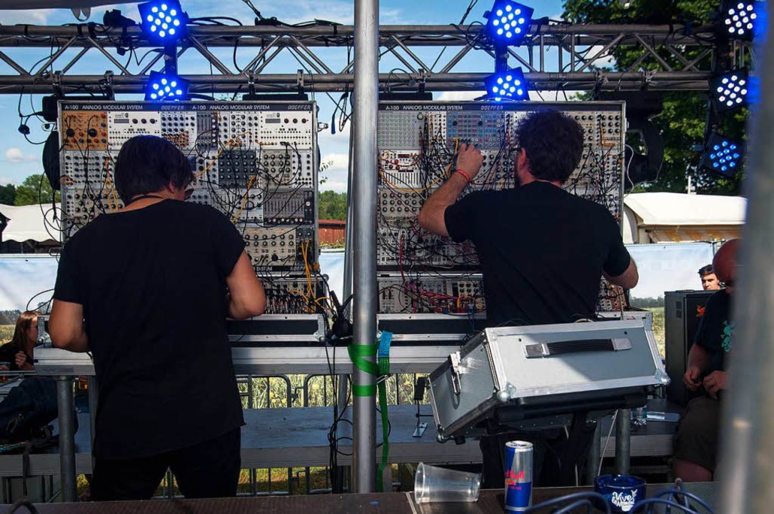 Kabelsalat auf der Bühne    Foto: Jan Lienemann