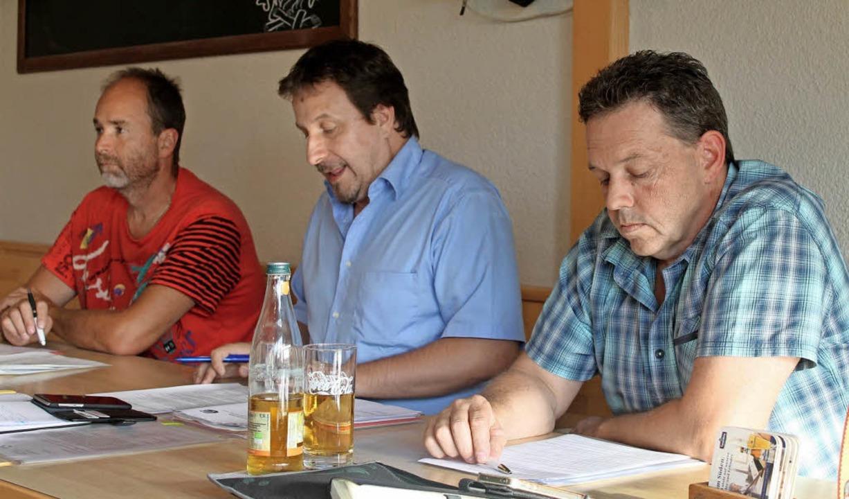 Enttäuschte Gesichter: Vom Präsidium e...sich nicht mehr zur Wahl (von links).   | Foto: Albert Greiner