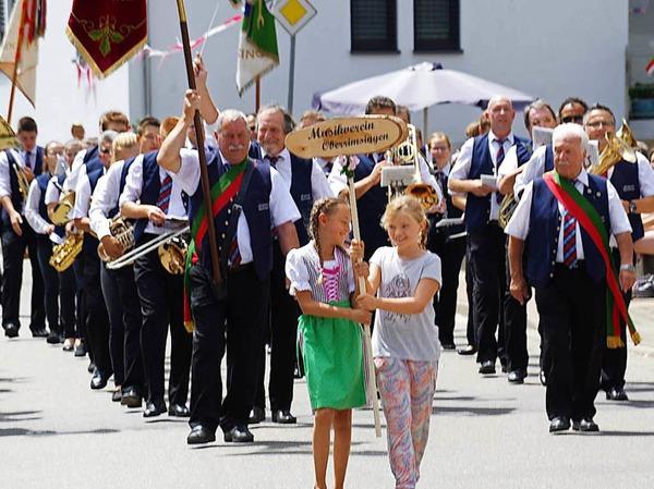 Impressionen vom Jubiläumszug in Oberrimsingen<?ZP?>