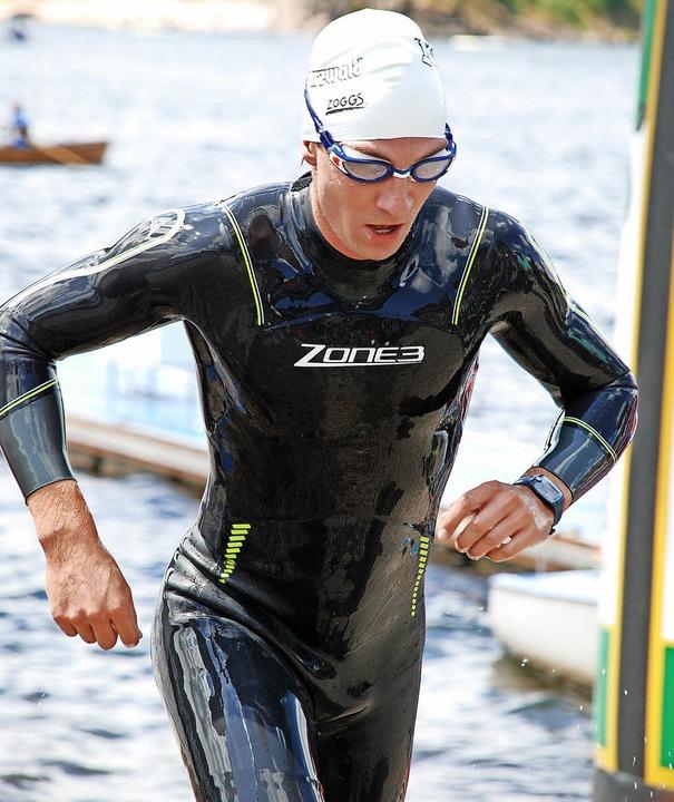 Die Bammeldisziplin geschafft: Adrian Schuler  nach dem Schwimmen  | Foto: Ruoff
