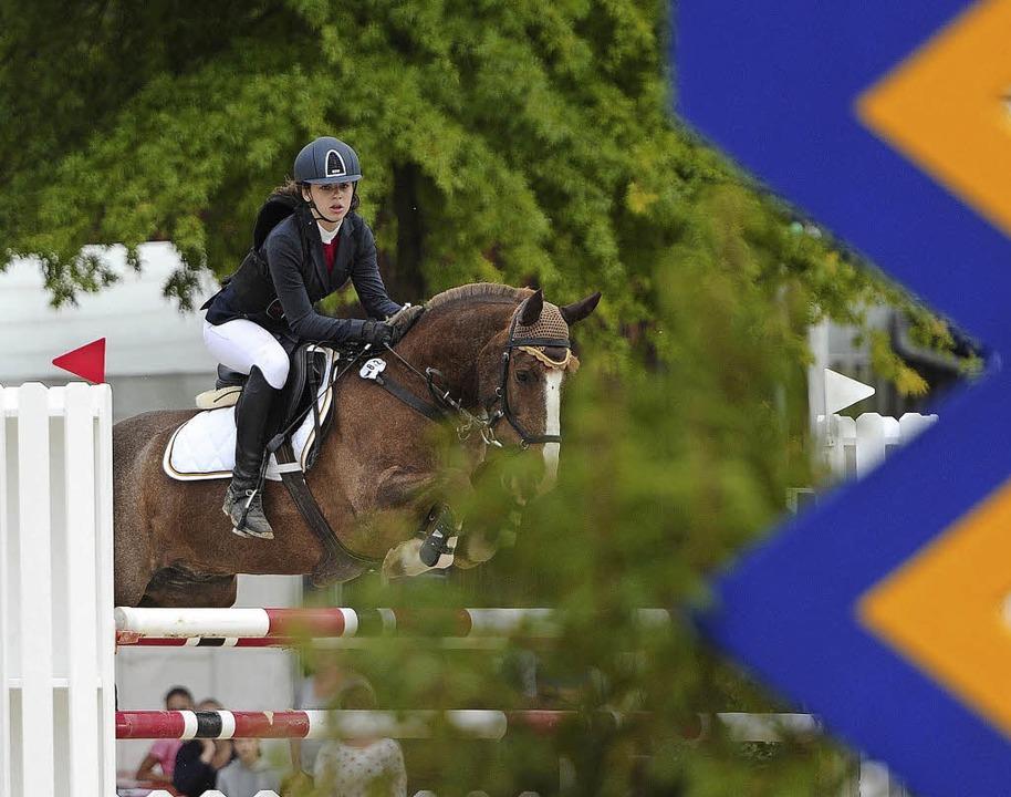 Vivien Wesemann vom RC 77 Kippenheim beim finalen Pony-Springen  | Foto: Pressebüro Schaller