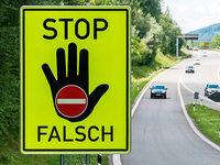 Neue Fahrbahnmarkierungen sollen Falschfahrer wachrütteln