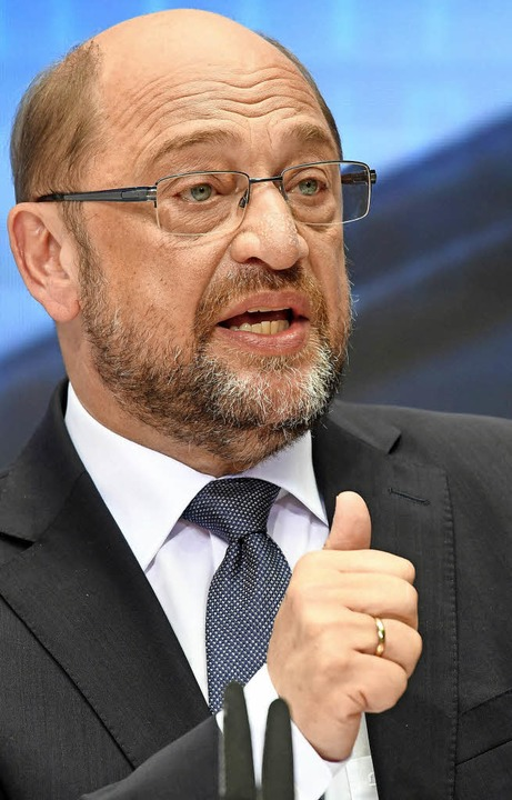 Kanzlerkandidat Martin Schulz präsentiert den Zukunftsplan.   | Foto: DPA