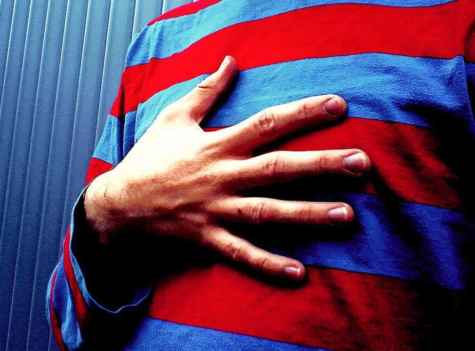 Rettungssanitäter und ein Notarzt stel...rige einen Herzinfarkt erlitten hatte.  | Foto: photocase.de/ jojo
