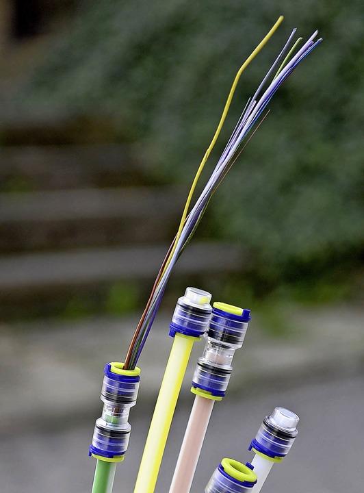 Glasfasern spielen die entscheidende Rolle beim Breitbandausbau.  | Foto: Ingo Schneider
