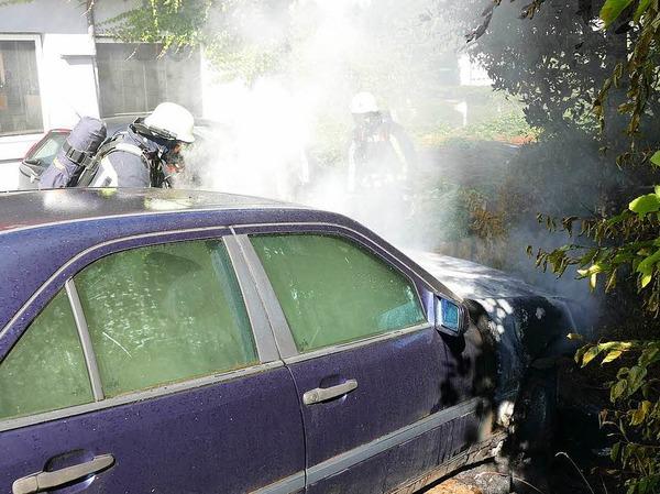 Die Feuerwehr Bonndorf kämpfte gegen Feuer und starke Rauchentwicklung, als sie einen Motorbrand in der Schaffhauser Straße in Bonndorf löschte.