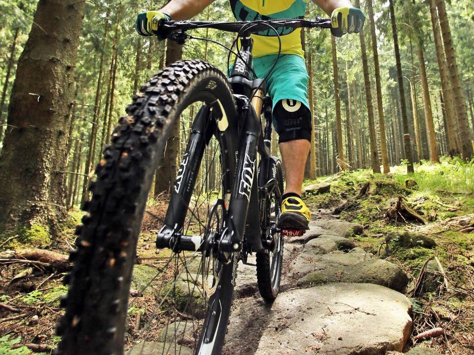Ein Mountainbiker wurde am Rosskopf schwer verletzt (Symbolbild).  | Foto: dpa