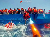 De Maizière kritisiert Flüchtlingshelfer auf Mittelmeer