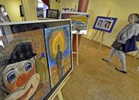 """Die Ausstellung """"Sucht und Sehnsucht"""" vermittelt Eindrücke von suchtkranken Menschen"""
