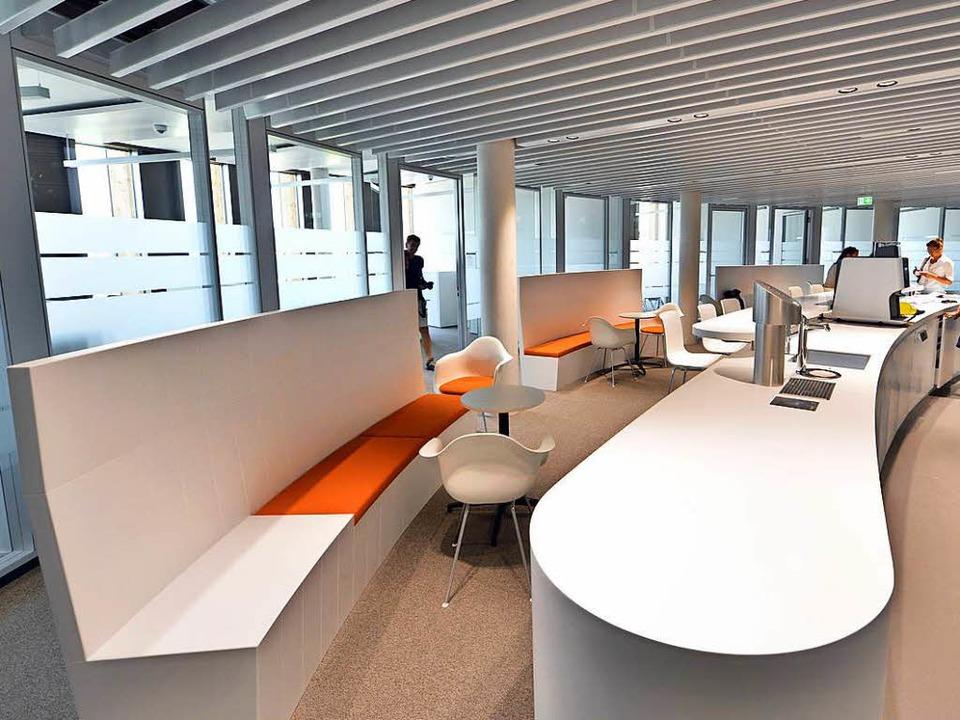 Einblick ins neue Rathaus:  Die Atmosp...er Insel für Kaffee und Besprechungen.  | Foto: Michael Bamberger