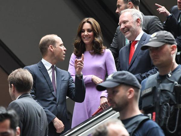 Kate und William fahren mit dem Zug von Berlin nach Hamburg