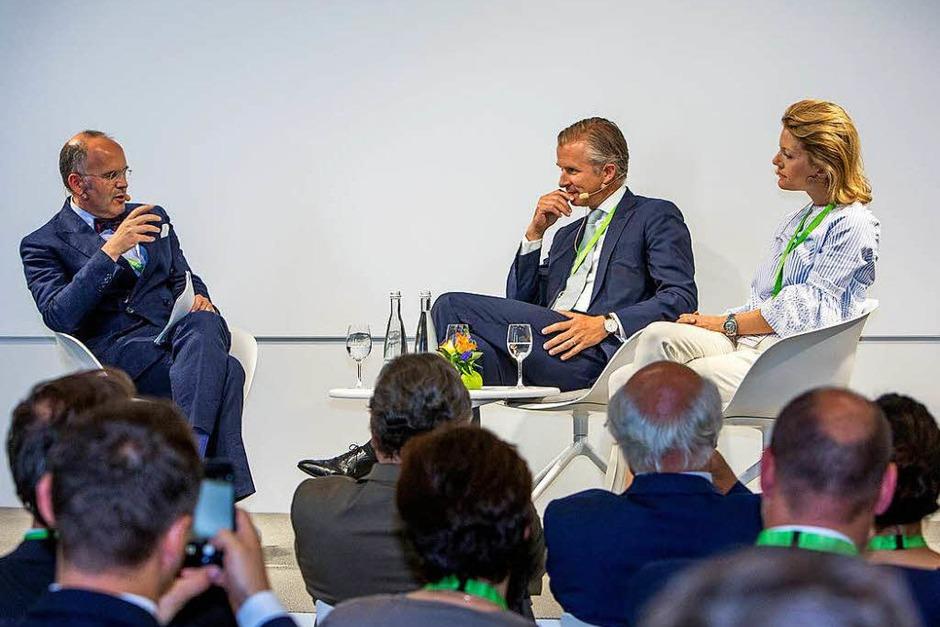Podium mit Klaus Schweinsberg, Jan Rinnert und Jeannette zu Fürstenberg (Foto: Herrenknecht AG )